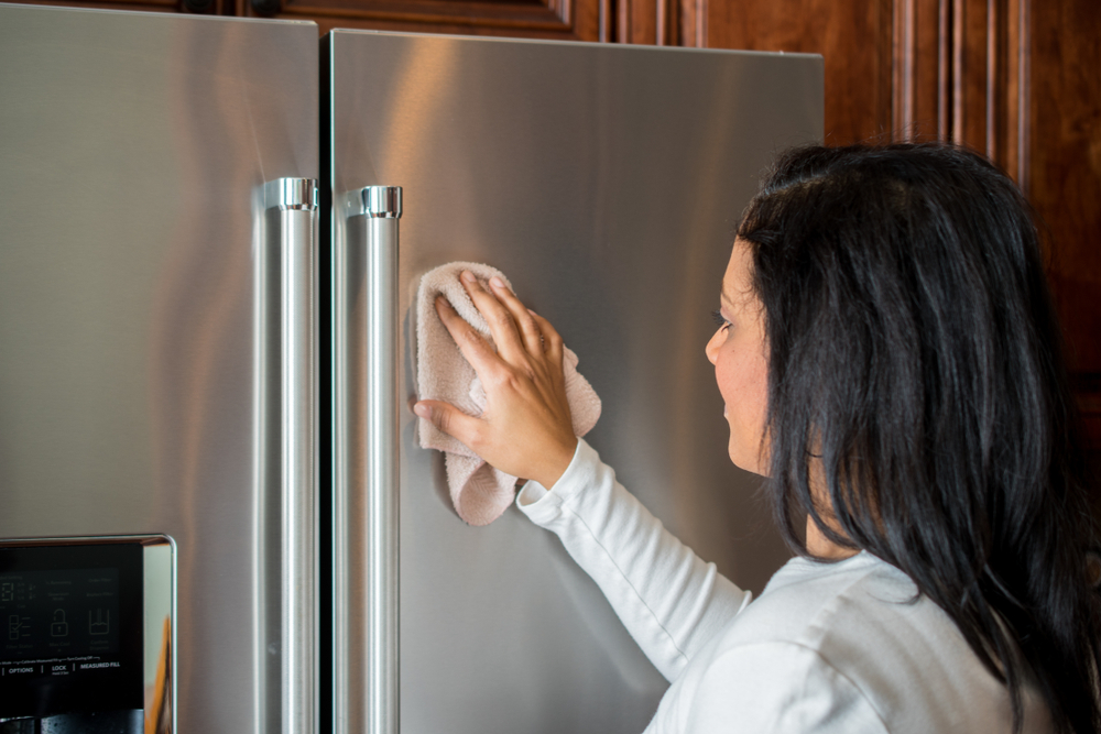 Kitchen hacks for cleaning stainless steel